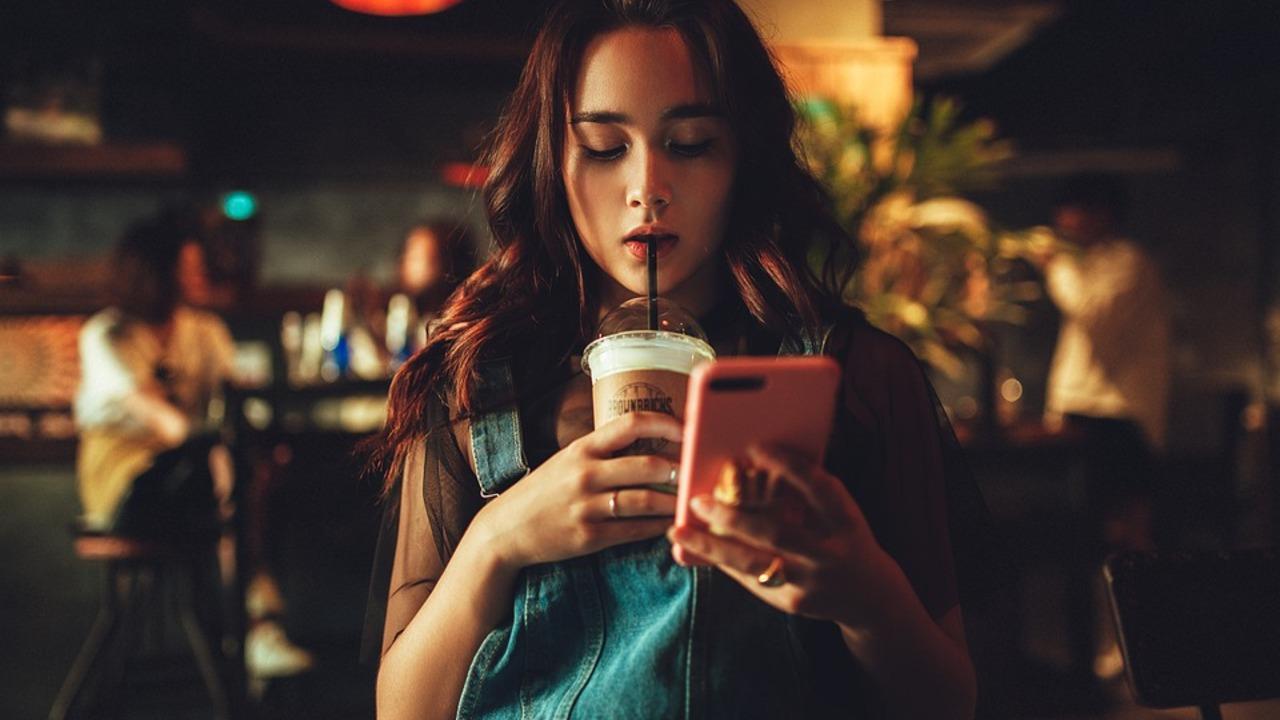 Психолог назвал способ оторвать человека от смартфона