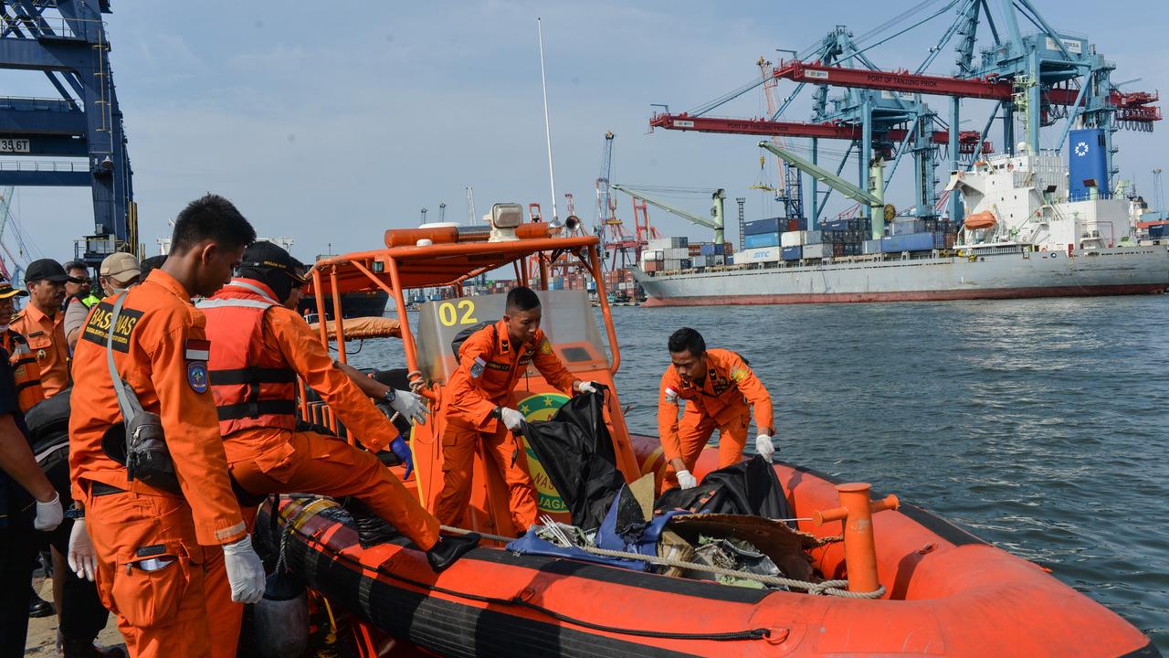 Россиян не нашли в числе пассажиров рухнувшего в Индонезии самолета