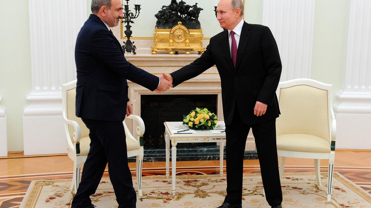 К Алиеву и Пашиняну перед встречей с Путиным отправили российских медиков