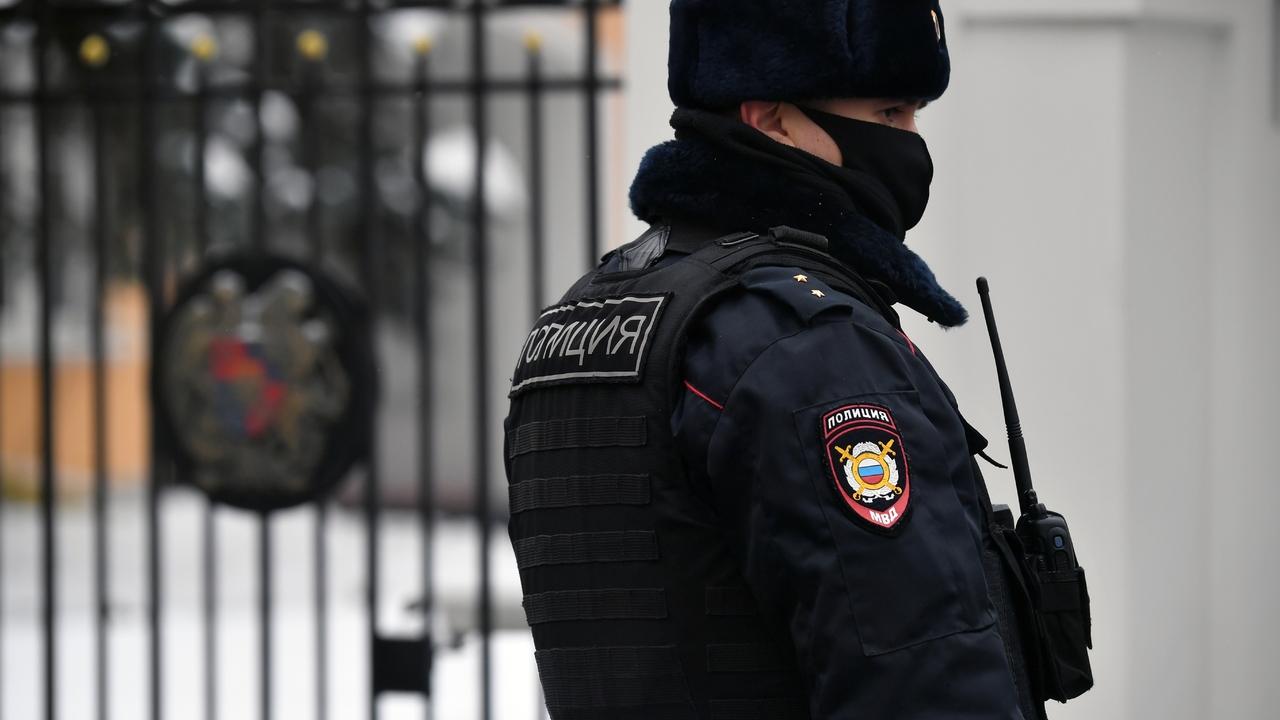 Раскрыты подробности нападения мужчины на полицейских в Москве