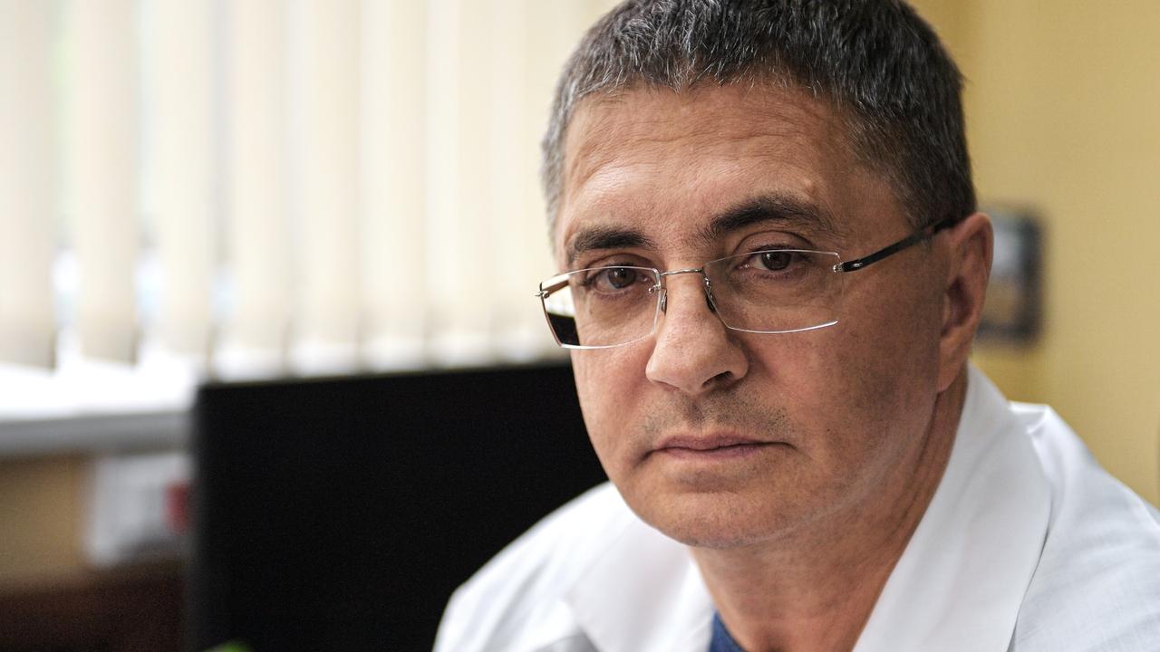 Доктор Мясников засомневался в естественном происхождении коронавируса