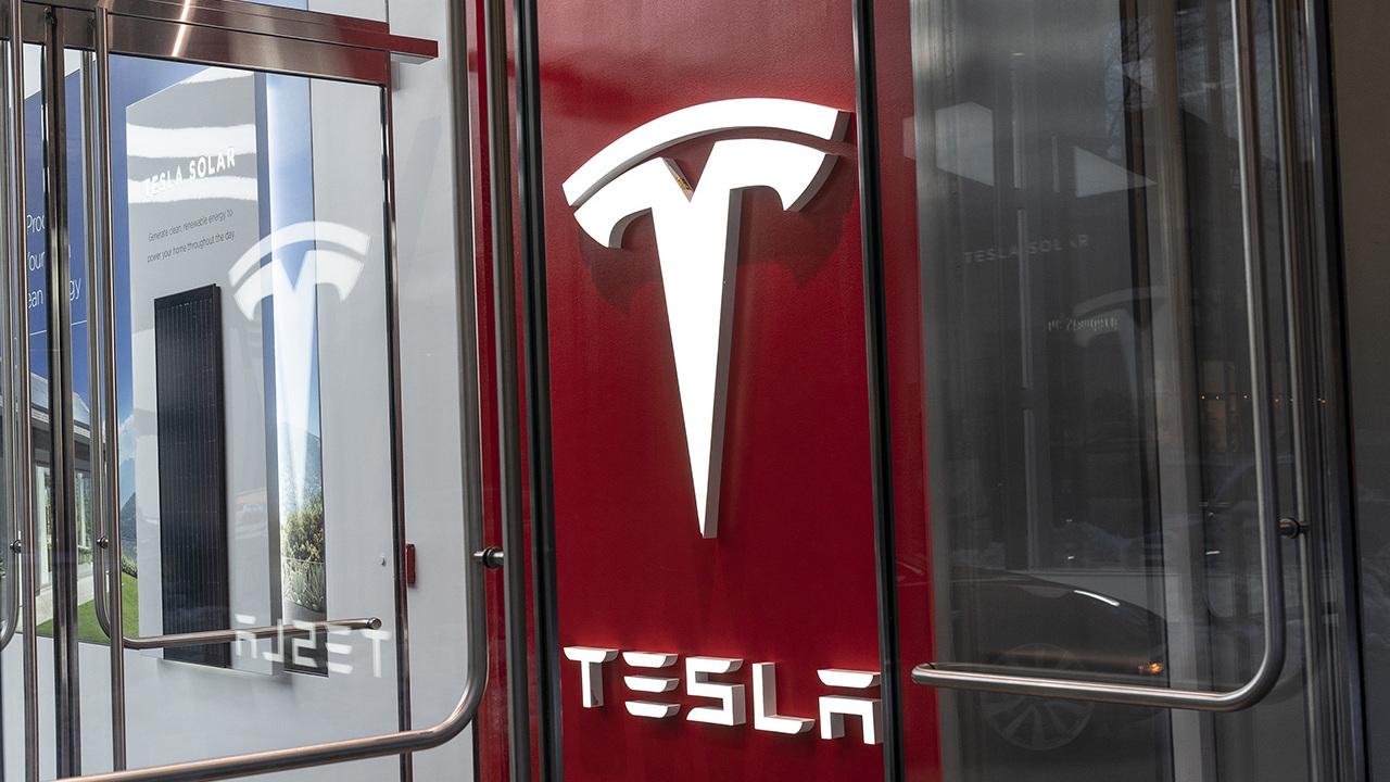 Биткоин оказался для Tesla выгоднее продажи машин