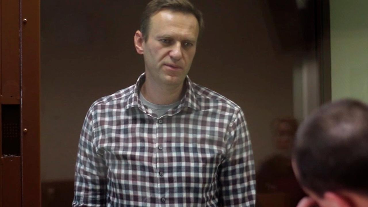 Материалы об оскорблениях Навальным прокурора, судьи и ветерана направили в СКР