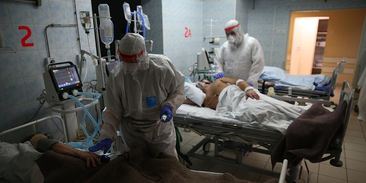 Минимум заразившихся за неделю в России с октября. Главное о коронавирусе за 21 февраля