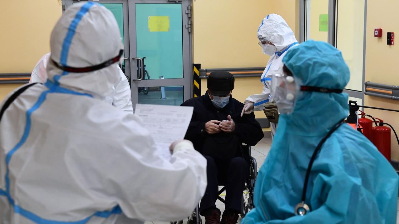 Российский инфекционист предрек скорое снятие ограничений из-за коронавируса