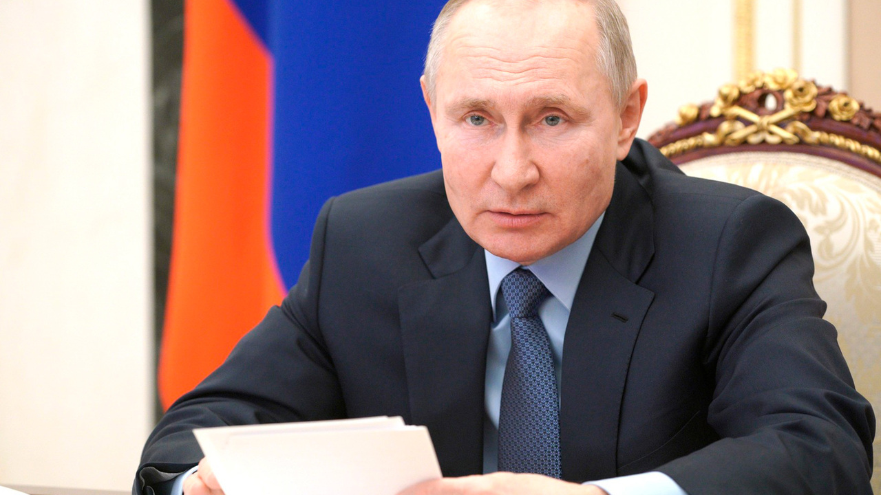 Путин поручил подготовить Россию к «зеленому развороту» Запада