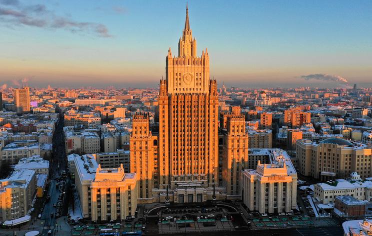 МИД РФ не стал комментировать публикацию о взаимной высылке дипломатов России и Франции