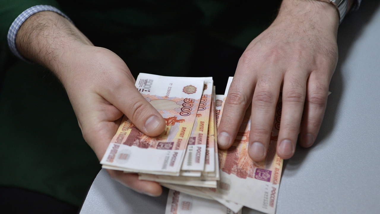 Зампрокурора российского города задержали при получении взятки