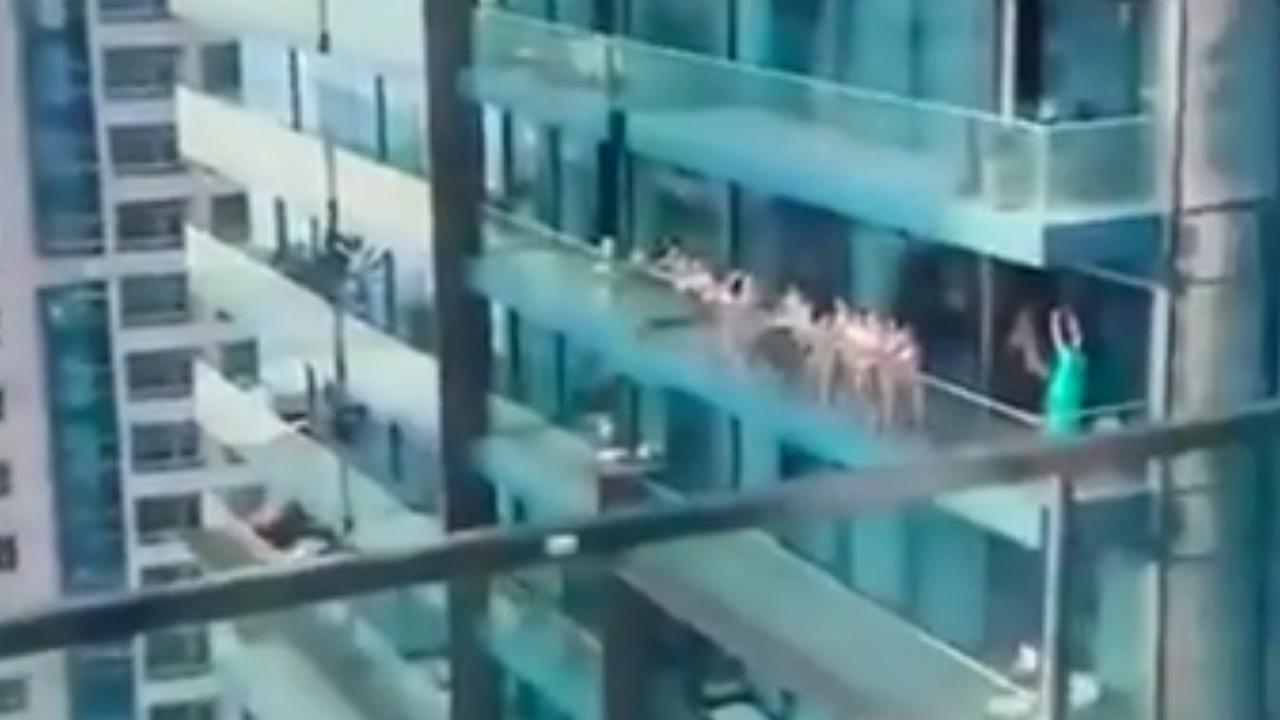 Снимавшего обнаженных россиянок и белорусок в Дубае арестовали