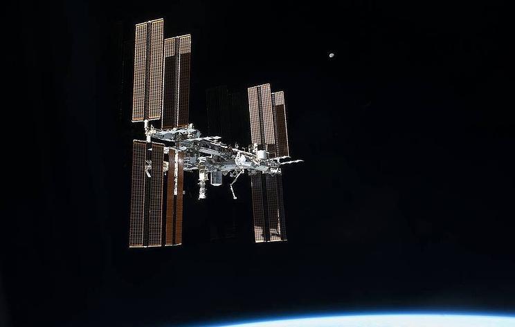 """""""Союз МС-17"""" с тремя членами экипажа МКС на борту начал спуск с орбиты"""