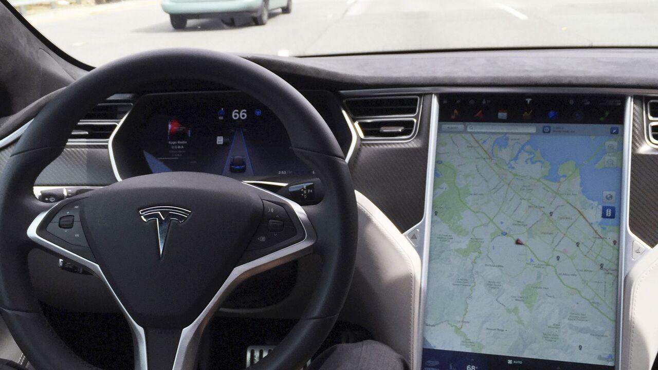 Два человека погибли при аварии в Tesla без водителя