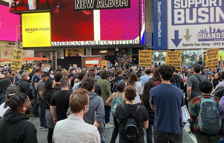 Демонстрации после вердикта по делу Флойда проходят в Нью-Йорке