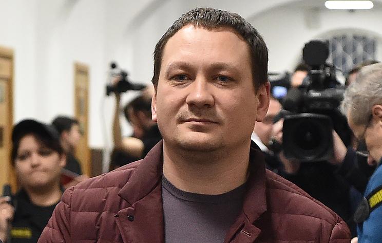 Гособвинение просит от 7 до 16 лет колонии для экс-полицейских по делу Голунова