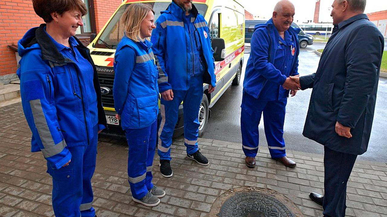 Путин побывал на станции скорой помощи в Пушкине