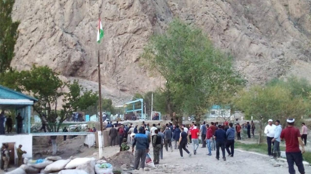 Киргизия обвинила спецназ Таджикистана в массированном обстреле