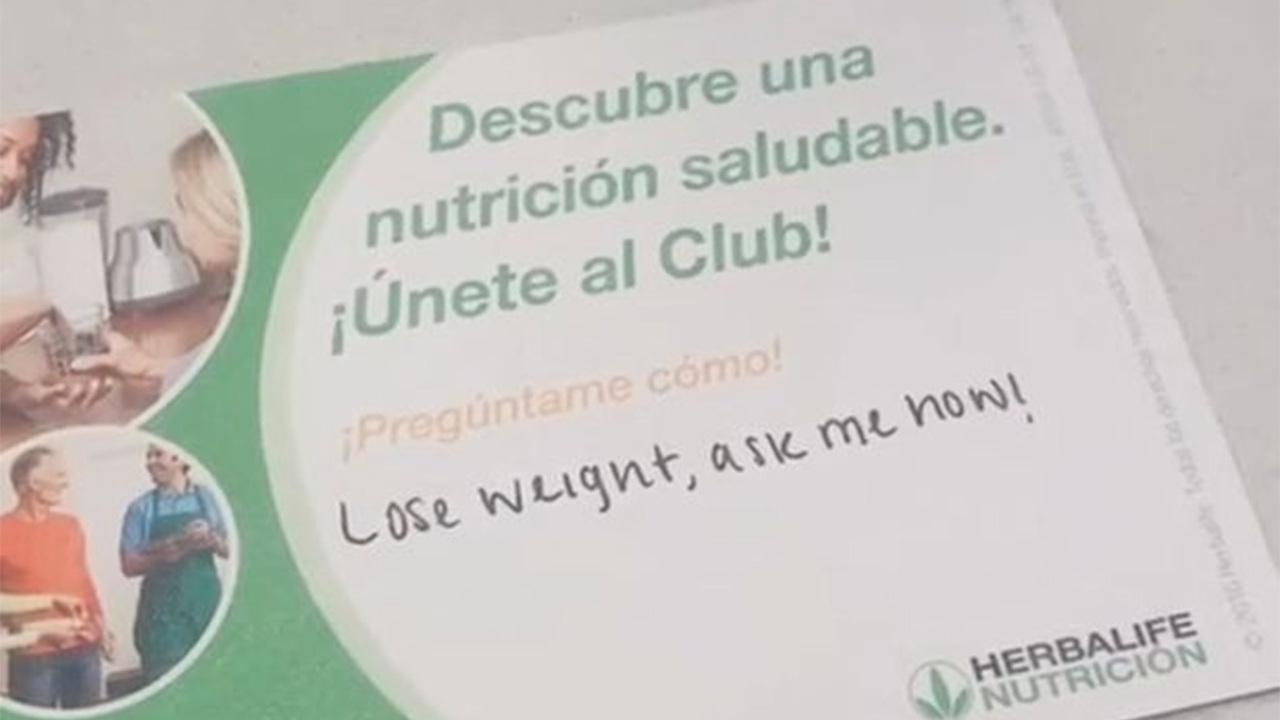 Курьер оставил оскорбительное послание заказавшей еду из «Макдоналдса» клиентке