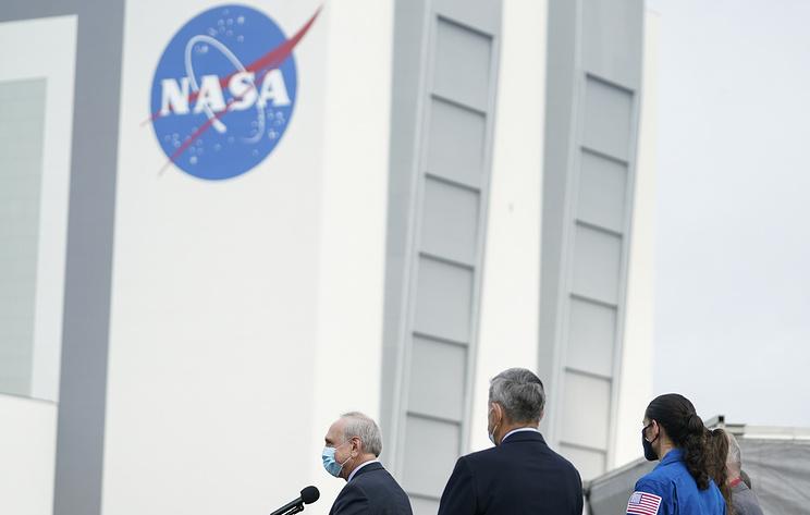 NASA приостановило контракт со SpaceX по лунному модулю