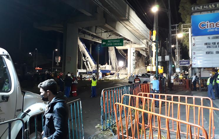 СМИ: число госпитализированных в результате обрушения метромоста в Мехико выросло до 79