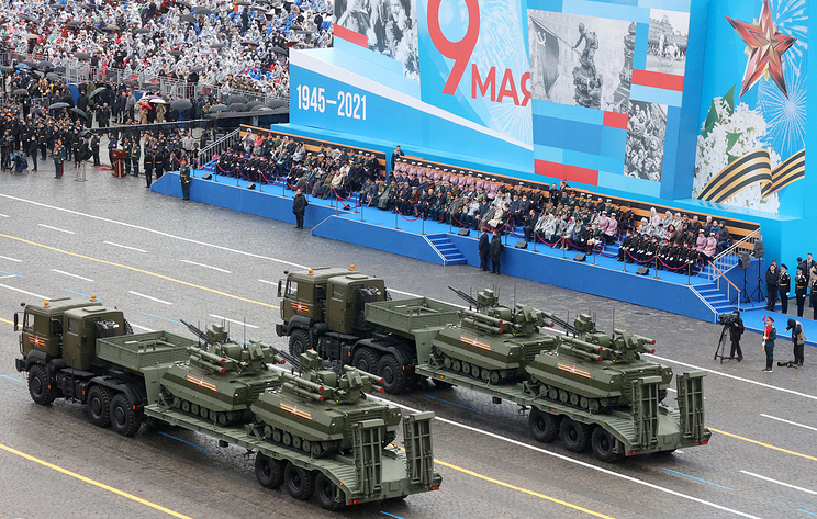 Военная техника вышла на Красную площадь на параде Победы