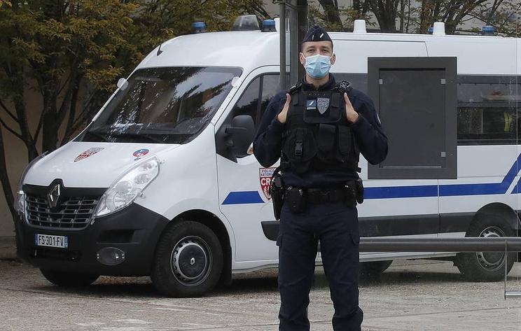В Бордо женщина напала с ножом на полицейских