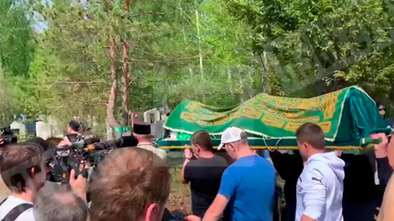 В Казани прошли похороны погибшей при стрельбе учительницы