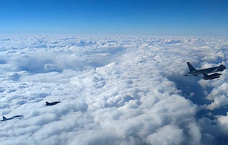 Су-27 сопроводил три самолета ВВС Франции над Черным морем