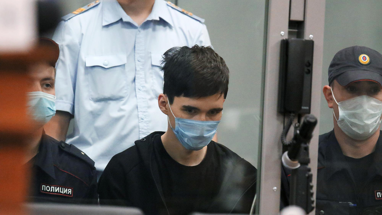 Напавший на казанскую школу пытался совершить суицид после задержания