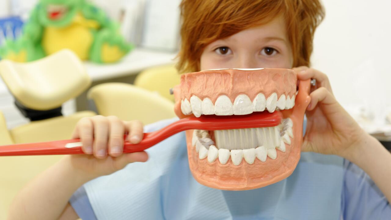 Стоматолог предостерегла от опасной чистке зубов после еды