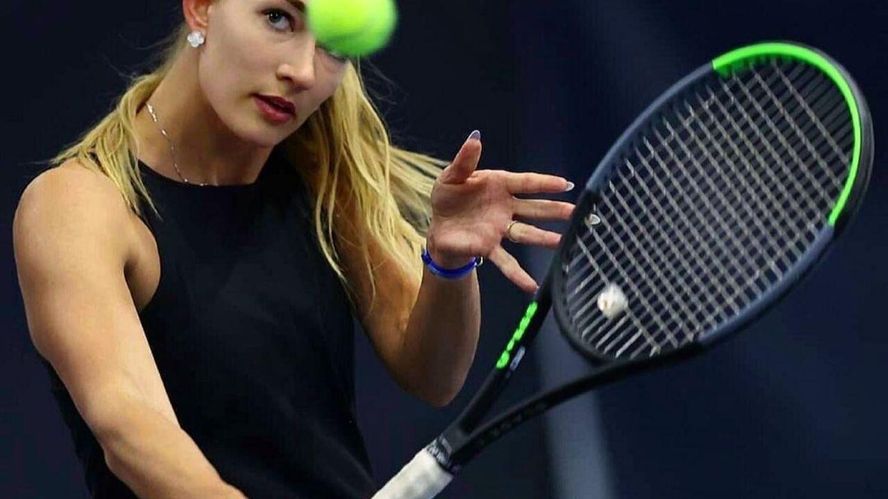 Задержанной в Париже российской теннисистке разрешили покинуть Францию