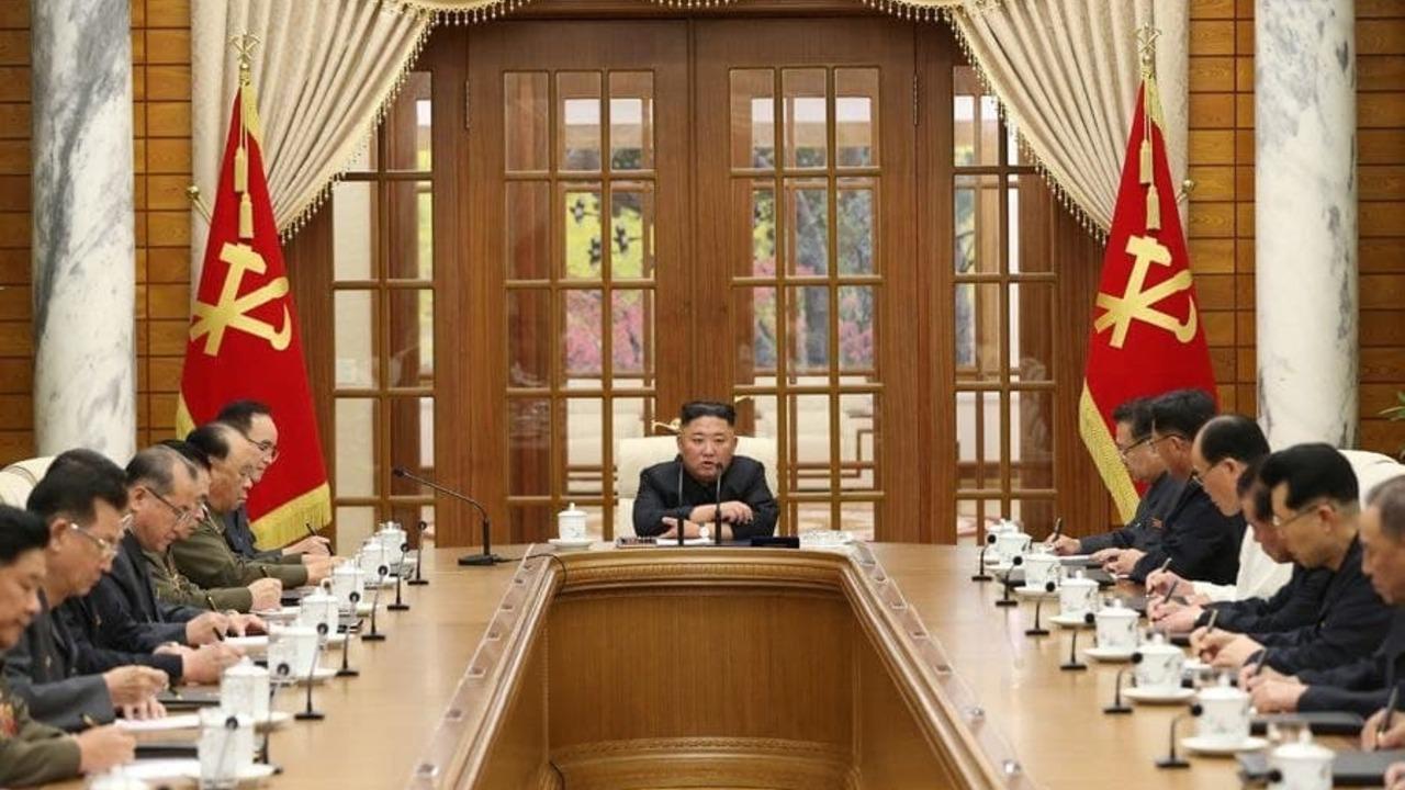 Ким Чен Ын появился на публике впервые за месяц