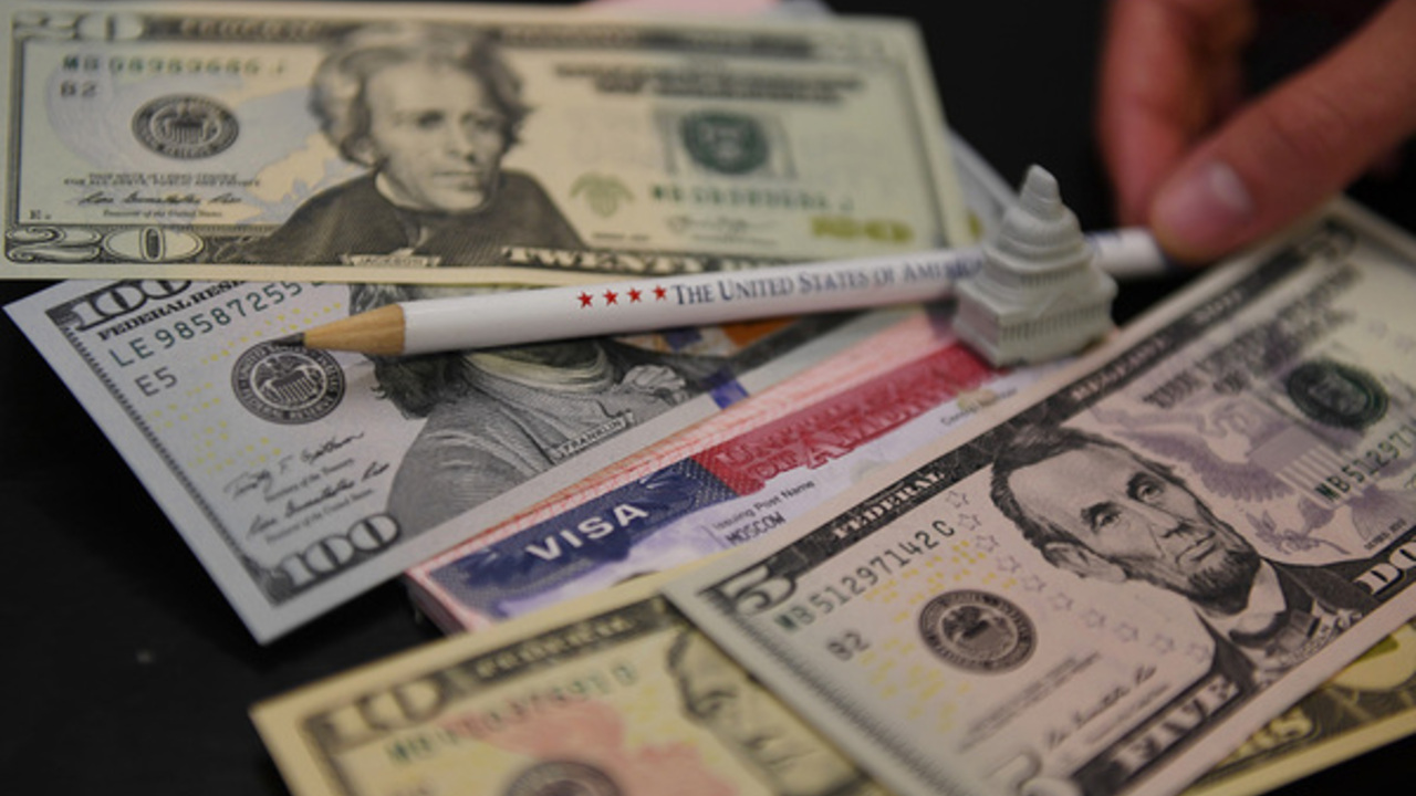 Аналитик назвал выгодную альтернативу доллару