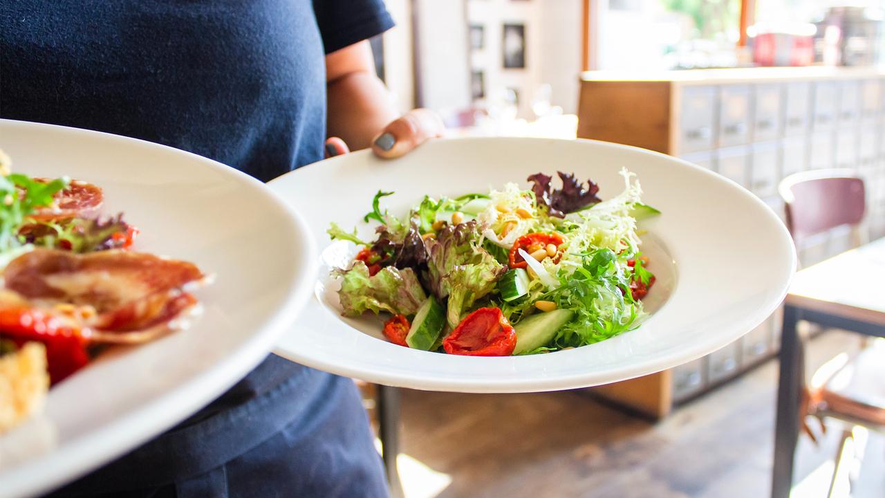 Диетолог рассказала о вреде поздних обедов