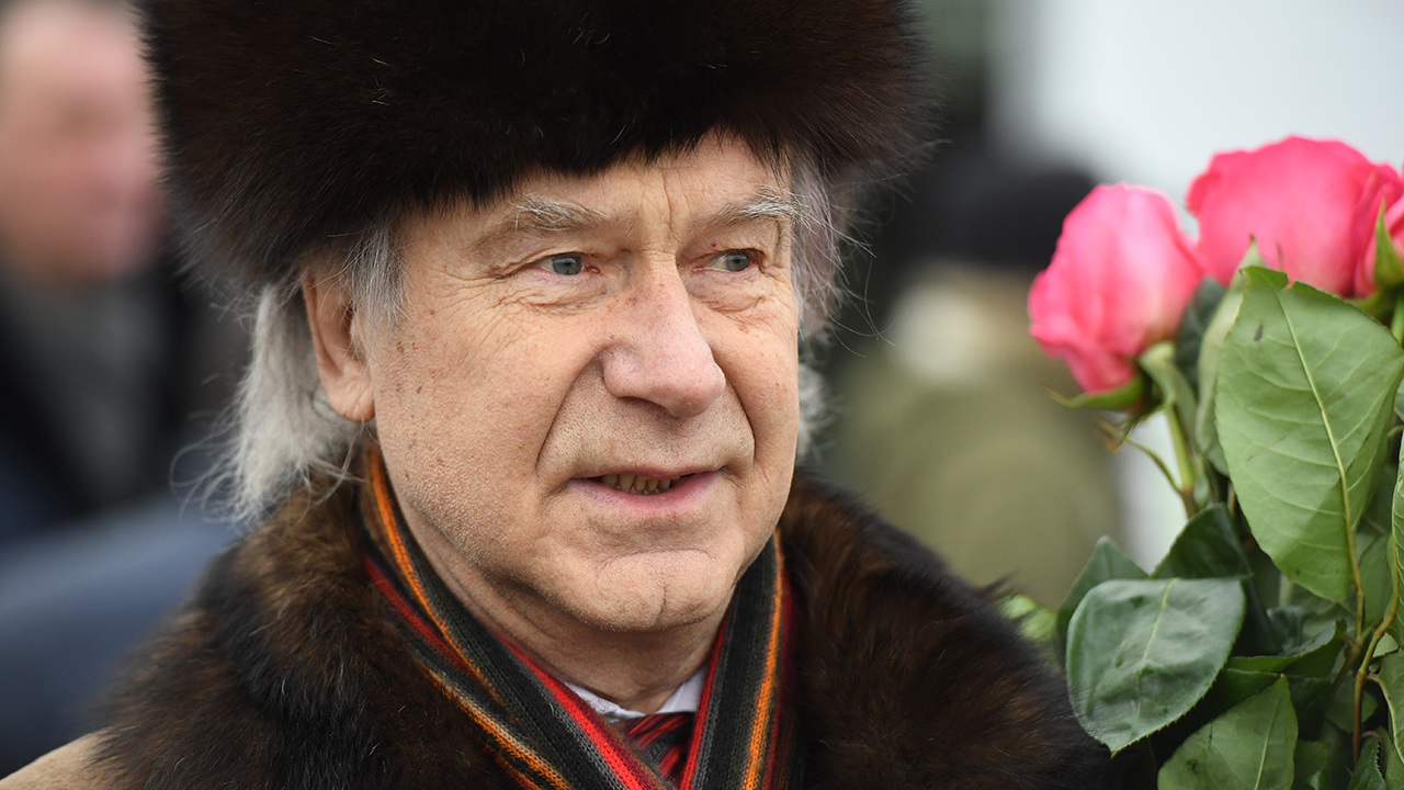 Художника Александра Шилова госпитализировали с коронавирусом