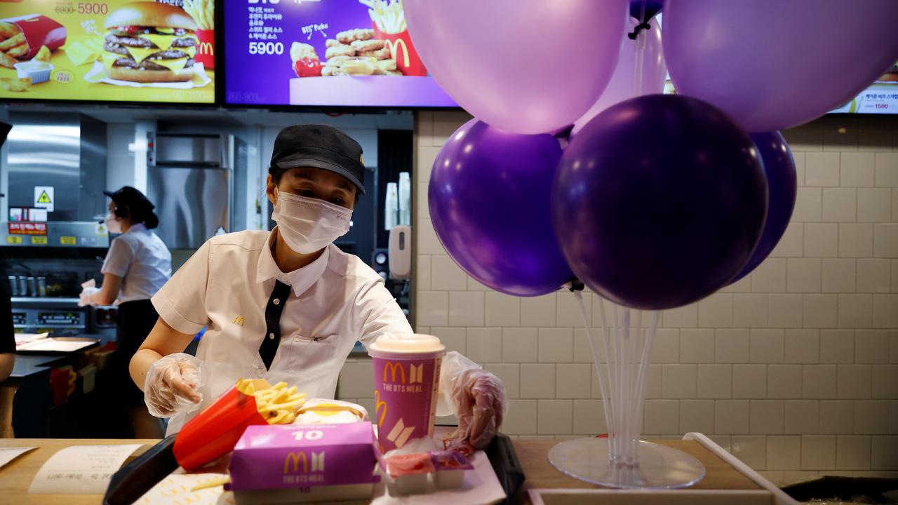 Фанаты корейской группы стали причиной закрытия филиалов McDonald's в Индонезии