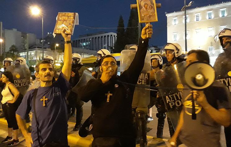 В Афинах, Салониках и Патрах прошли митинги противников принудительной вакцинации