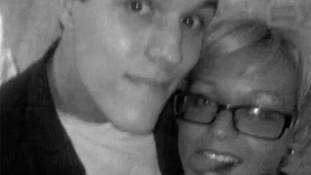 Мужчина нашел способ связаться с умершей восемь лет назад возлюбленной