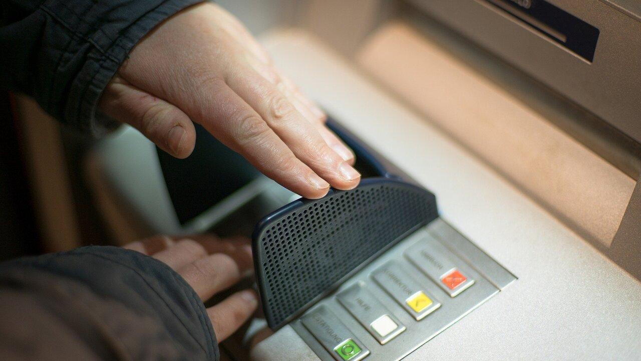 Назван порядок действий при «съедании» карты банкоматом