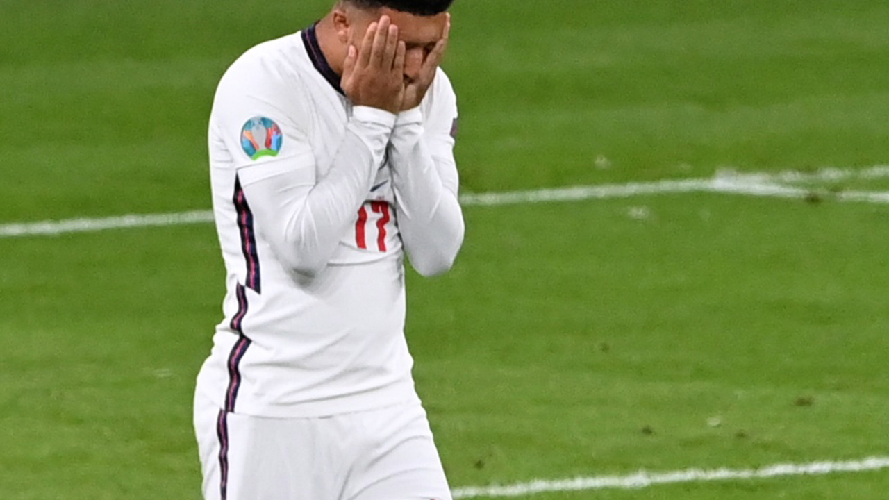 Болельщик получил условный срок за расистское оскорбление игроков сборной Англии