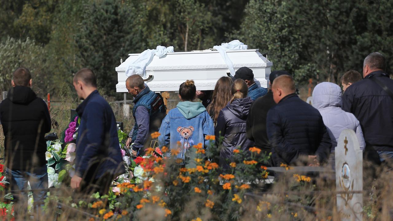 Убитых в Киселевске школьниц похоронили