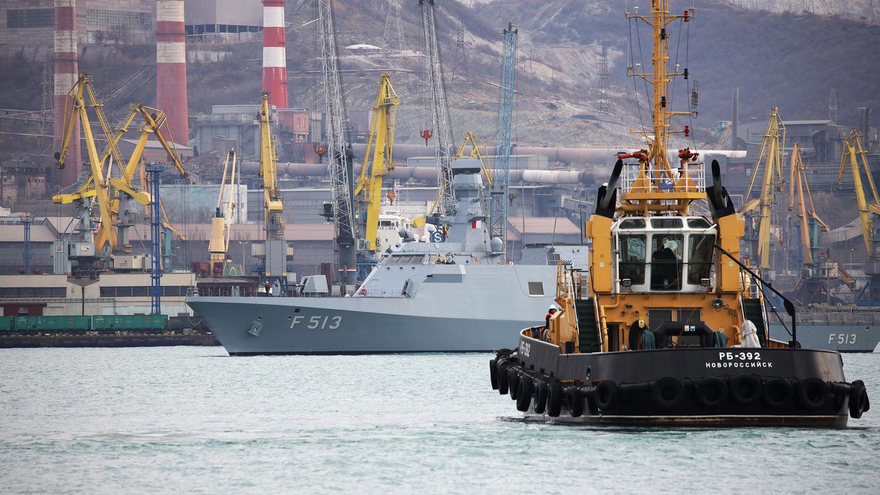 Российский военный использовал буксир флота для рыбалки