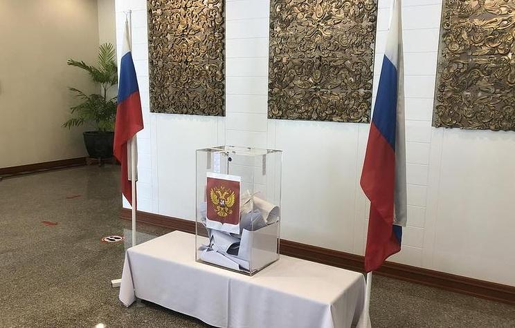 В Таиланде десятки россиян посетили досрочное выездное голосование на выборах в Госдуму