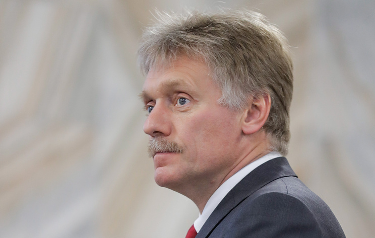 Песков заявил, что Путин не обязан надевать военную форму на учения