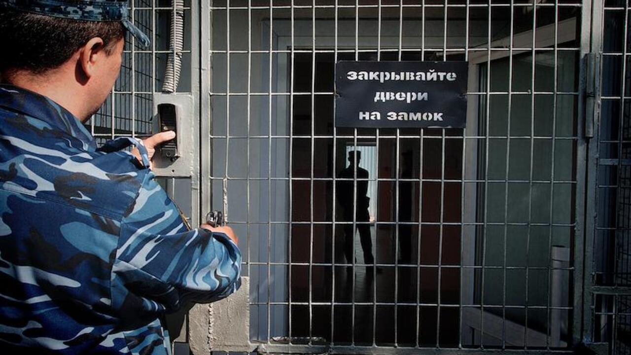 Заключенные в ходе обыска отказались подчиняться сотрудникам российской колонии
