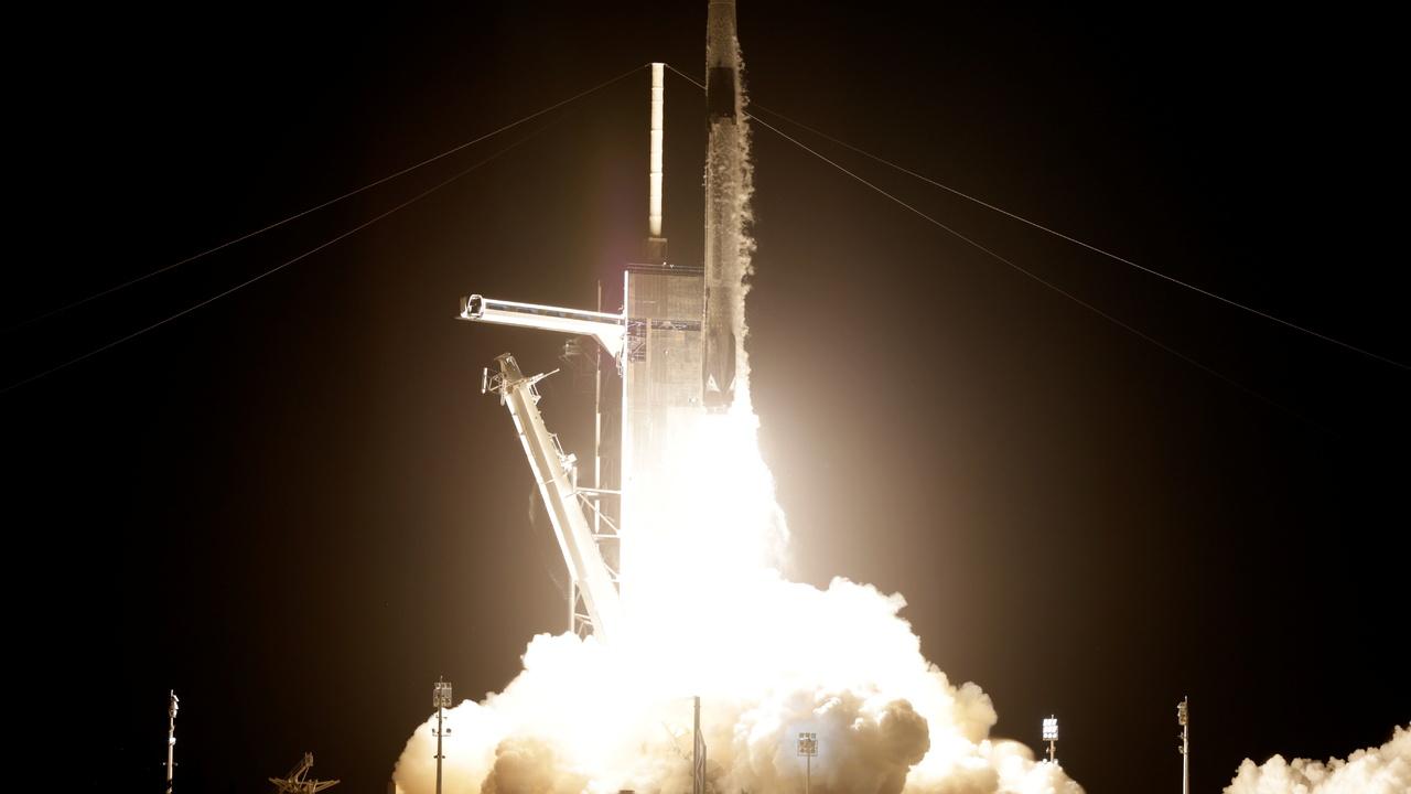 Космический корабль SpaceX с полностью гражданским экипажем вернулся на Землю