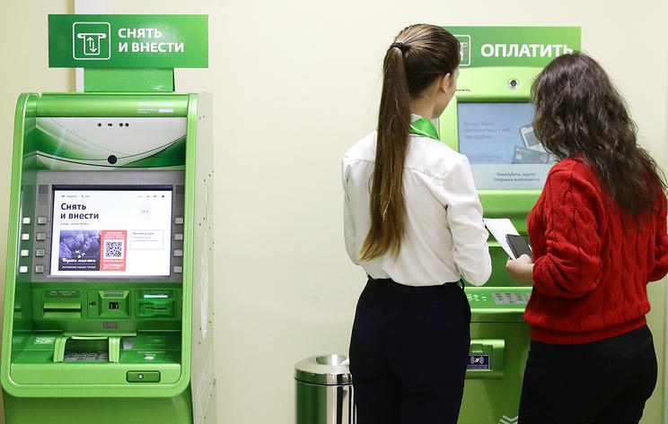 Опрос: около 10% россиян отказались от наличных денег и перешли на безналичные расчеты