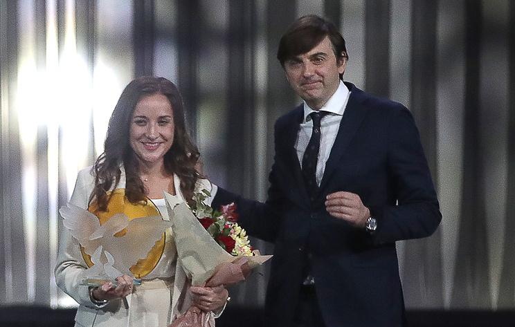 """Победительнице конкурса """"Учитель года"""" в 2021 году вручили Большого хрустального пеликана"""