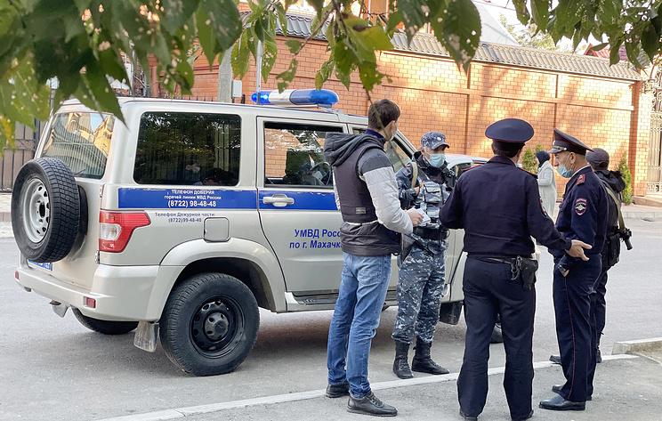 Старшеклассники напали на оператора телеканала после инцидента в школе в Махачкале