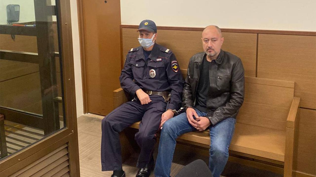 Пришедший в отдел полиции Москвы вооруженный мужчина арестован