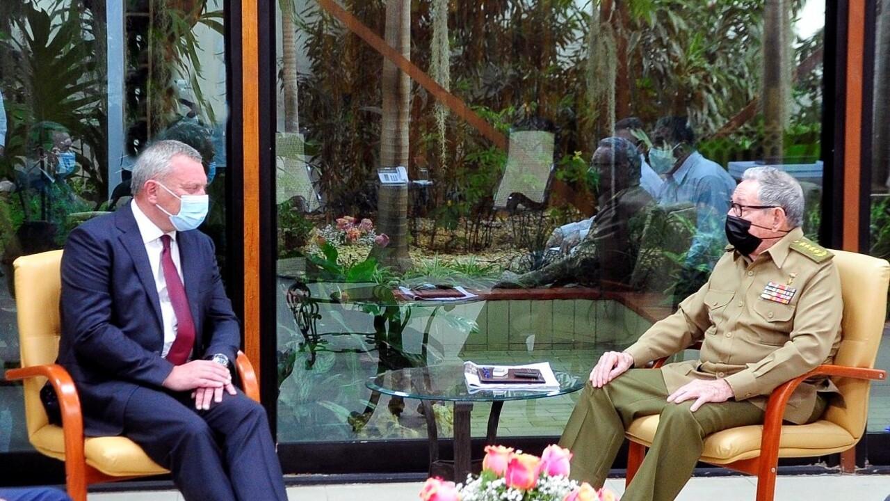 Российский вице-премьер встретился с генералом Кастро