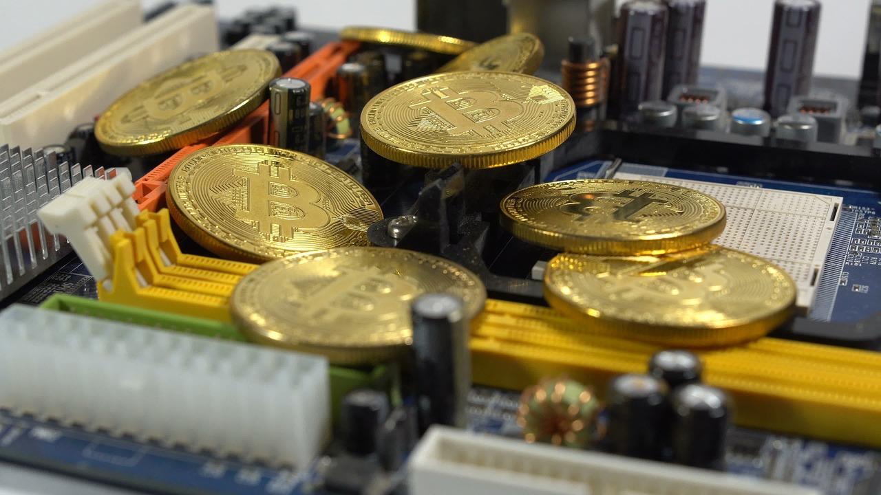 В России предложили увеличить тарифы на электричество для майнеров криптовалют